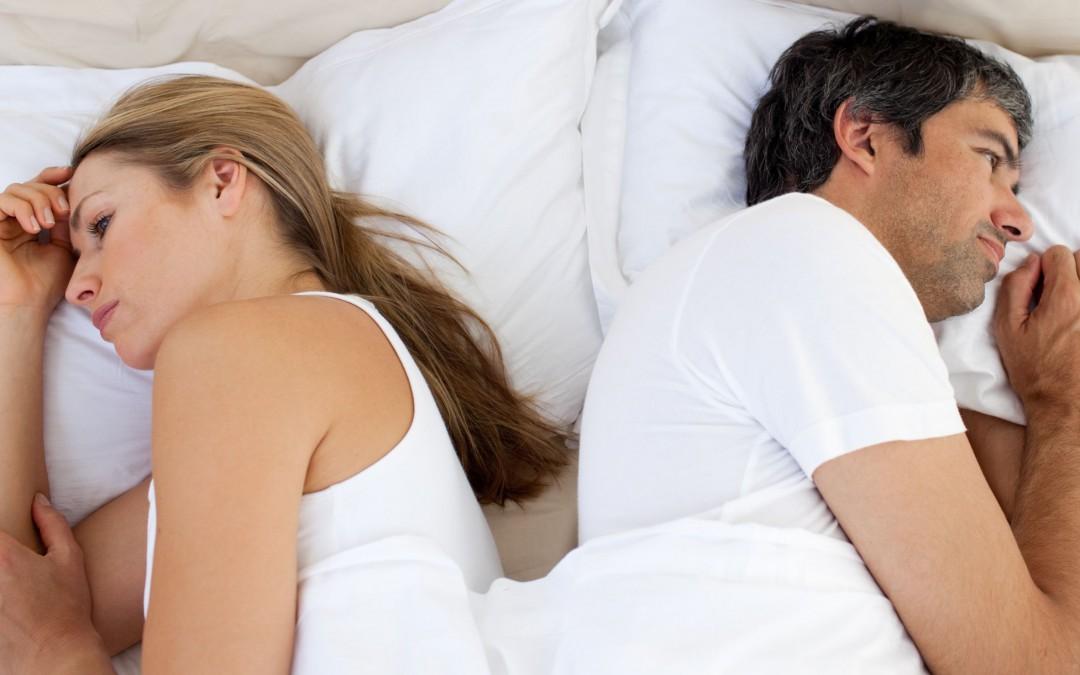 De værste løsninger som mænd tyer til for at holde længere i sengen (og hvorfor de IKKE virker)
